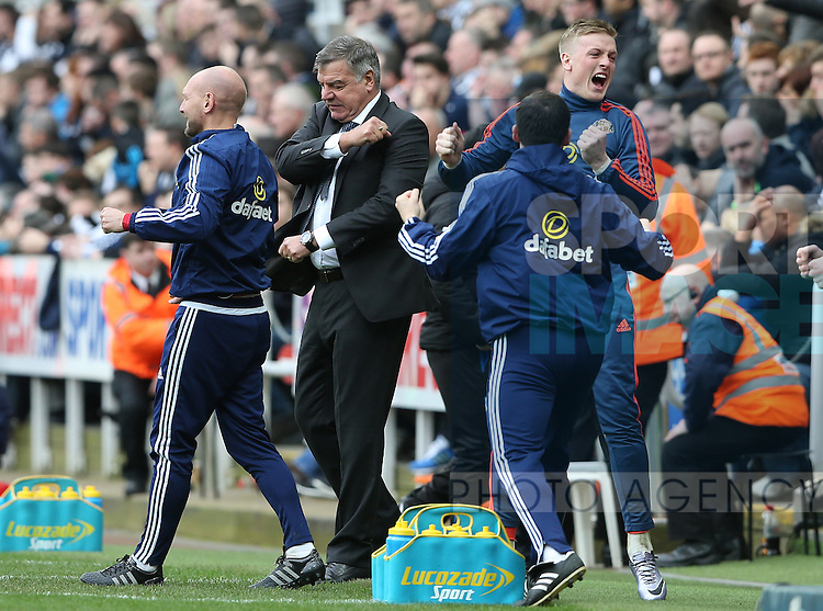 Sunderland's manager Sam Alardyce, second left, celebrates Jermain Defoe goal during the Barclays Premier League match at St James' Park Stadium. Photo credit should read: Scott Heppell/Sportimage