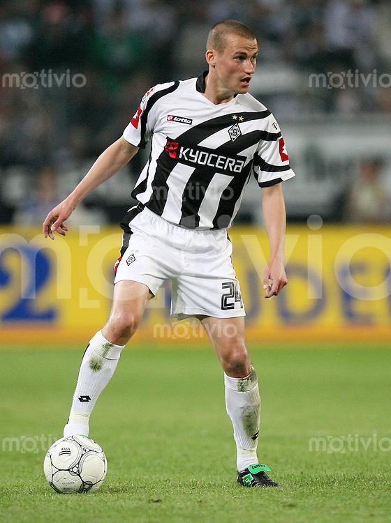 Fussball   1. Bundesliga   Saison 2006/2007 Peer KLUGE (Borussia Moenchengladbach), Einzelaktion am Ball