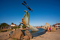 Rio das Ostras_RJ, Brasil...Escultura de baleia Jubarte feita pelo artista Roberto Sa, localizada na Praca da Baleia, na praia da Costa Azul, Rio de Janeiro...The whale sculpture design by the artist Roberto Sa, located in the Whale square in the Costa Azul beach, Rio de Janeiro...Foto: LEO DRUMOND / NITRO
