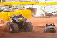 """São Paulo, SP, 14.12.2018 - MONSTER-JAM<br /> Apresentação treino durante Media Day do Monster Jam na Arena Corinthians, zona leste de São Paulo (SP), nesta sexta (14). Participam do evento veículos conhecidos como """"Big Foot"""", que são customizados para esse tipo de competição e conseguem fazer manobras radicais, por conta dos pneus especiais que podem chegar a mais de 1 metro de altura. (Foto: Anderson Lira/Brazil Photo Press/Folhapress)"""