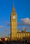 Londyn, 2009-03-05. Widok na parlament i most westminsterski z drugiego brzegu Tamizy,