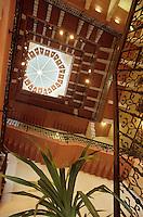 Asie/Inde/Bombay : Hôtel Taj Mahal Palace - L'escalier et sa coupole