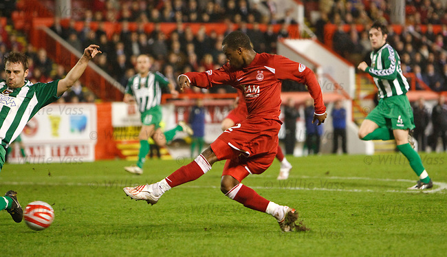 Sone Aluko scores goal no 3 for Aberdeen