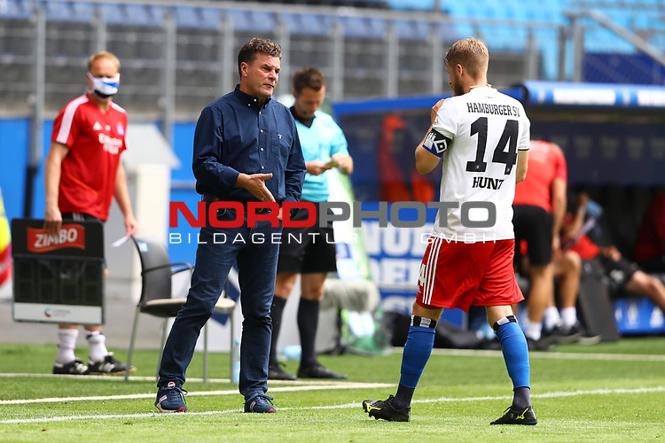 Hamburgs Trainer Dieter Hecking und Hamburgs Aaron Hunt beim Spiel Hamburger SV gegen den  SV Sandhausen in Hamburg / 280620<br /><br />*** Football - nph00001,  2. Bundesliga: Hamburg SV vs SV Sandhausen, Hamburg, Germany - 28 Jun 2020 ***<br /><br />Only for editorial use. (DFL/DFB REGULATIONS PROHIBIT ANY USE OF PHOTOGRAPHS as IMAGE SEQUENCES and/or QUASI-VIDEO)<br />FOTO: Ibrahim Ot/action press/POOL/nordphoto *** Local Caption *** [4::31065096]