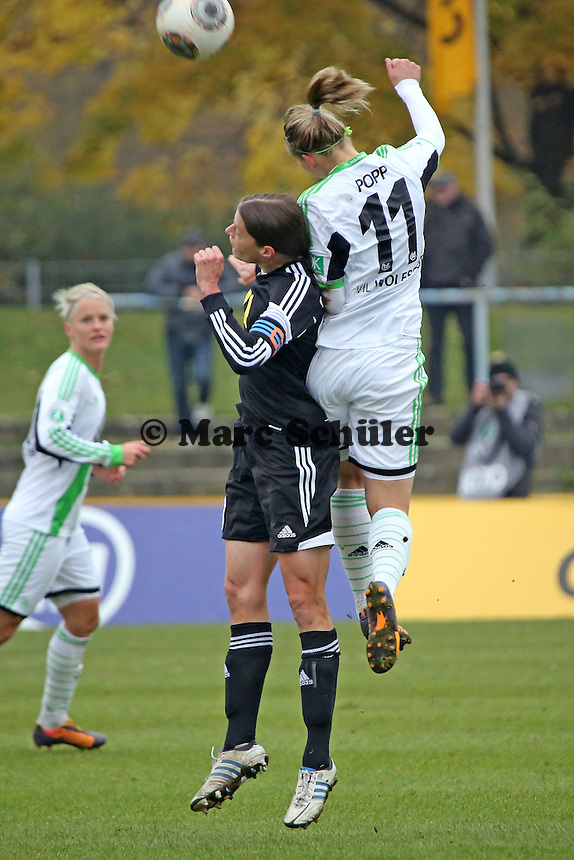 Kerstin Garefrekes (FFC) gegen Alexandra Popp (Wolfsburg) - 1. FFC Frankfurt vs. VfL Wolfsburg, DFB-Pokal