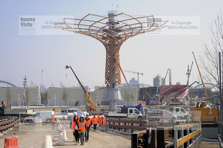 - Milano, cantiere per  l'Esposizione Mondiale Expo 2015; l' Albero della Vita, simbolo dell'Expo<br /> <br /> - Milan,  construction site for the World Exhibition Expo 2015; the Tree of Life, symbol of the Expo