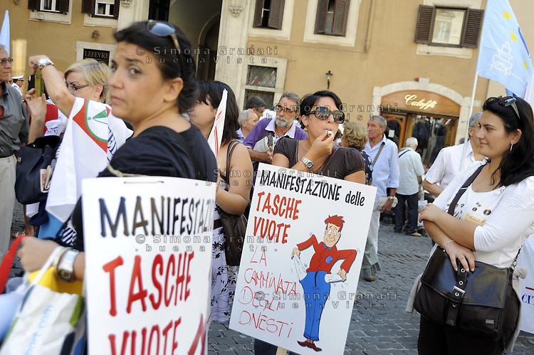 Roma, 15 Settembre 2011.Piazza Montecitorio.Manifestazione delle associazioni dei consumatori contro la manovra economica