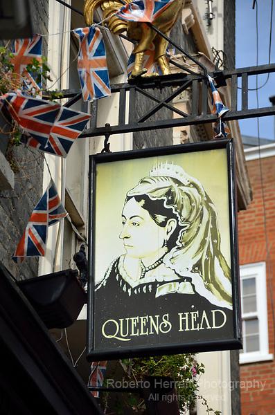 Queen's Head pub in Tryon Street SW3, Chelsea, London, UK.