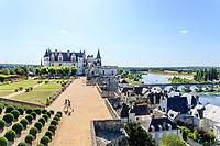 France, Indre et Loire, Amboise, Amboise castle, the terrace of Naples overlooks the Loire and the town // France, Indre-et-Loire (37), Amboise, château d'Amboise, la terrasse de Naples surplombe la Loire et la ville