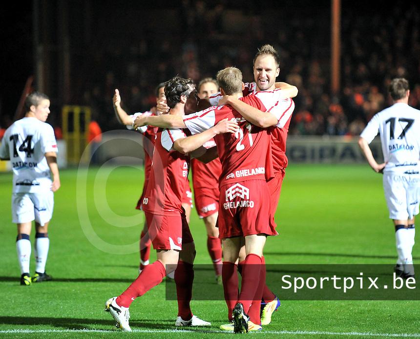 KV Kortrijk - OH Leuven : vreugde bij Kortrijk na de 2-0 van Brecht Capon.foto VDB / BART VANDENBROUCKE