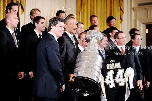 Washington, DC - September 10, 2009 -- United States President Barack Obama poses on stage with the Pittsburgh Penguins during a ceremony to honor them for their 2009 Stanley Cup championship victory,September 10, 2009 in Washington, DC..Credit: Olivier Douliery - Pool via CNP