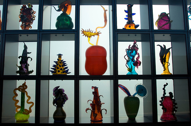 USA, WASHINGTON STATE, TACOMA, MUSEUM OF GLASS, CHIHULY BRIDGE OF GLASS, GLASS ART IN SIDE PANNELS