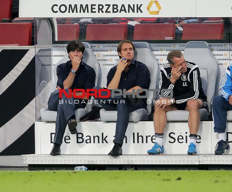 DFB Freundschaftsl&auml;nderspiel, Deutschland vs. USA<br /> Ein verzweifelter Trainer Joachim L&ouml;w (Deutschland), Co-Trainer Thomas Schneider (Deutschland)<br /> <br /> Foto &copy; nordphoto /  Bratic