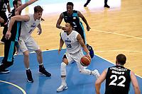 LEEUWARDEN - Basketbal, Donar - Estudiantes, Kalverdijkje, Champions League,  29-09-2017, Donar speler Brandyn Curry op weg naar de basket geholpen door Donar speler Thomas Koenes