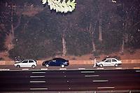 ATENÇÃO EDITOR: FOTO EMBARGADA PARA VEÍCULOS INTERNACIONAIS. SAO PAULO, SP, 03 SETEMBRO DE 2012 - ACIDENTE DE TRANSITO - Tres veiculos se envolveram numa batida, sem vitimas, na Av. Radial Leste, bairro da Liberdade, zona central da cidade, nesta noite de quinta-feira (03). RICARDO LOU - BRAZIL PHOTO PRESS