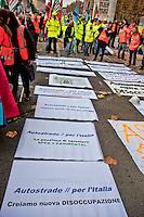 Roma 18 Dicembre 2012.Manifestazione  dei lavoratori delle società di Autostrade per l'Italia SPEA e Pavimental,davanti al Ministero delle Infrastutture, contro il piano di riorganizzazione che prevede l'esubero di 160 lavoratori della  Pavimental e la non conferma dei contratti a termini  per 120 giovani della SPEA..