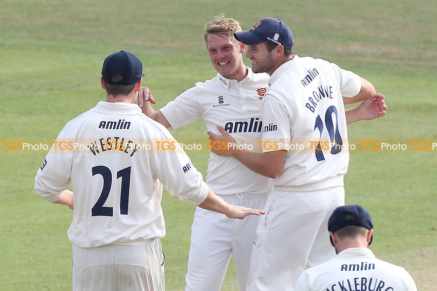 Jamie Porter of Essex (C) celebrates taking the wicket of Angus Robson - Leicestershire CCC vs Essex CCC - LV County Championship Division Two Cricket at Grace Road, Leicester - 16/09/14 - MANDATORY CREDIT: Gavin Ellis/TGSPHOTO - Self billing applies where appropriate - contact@tgsphoto.co.uk - NO UNPAID USE