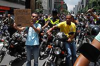 SAO PAULO, SP, 01 FEVEREIRO DE 2013. -MANIFESTACAO  - Motoboys fazem manifestacao na tarde desta sexta-feira(01), na Av. Paulista contra a nova lei do motofrentistas de Sao Paulo.  (FOTO: AMAURI NEHN / BRAZIL PHOTO PRESS).