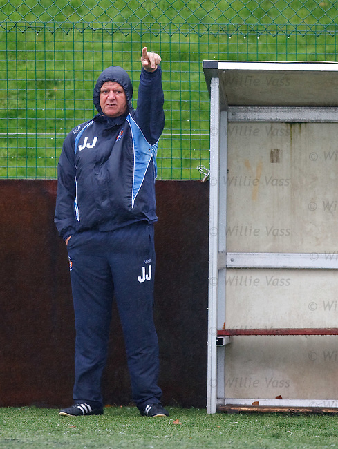 Jim Jefferies at training in the rain