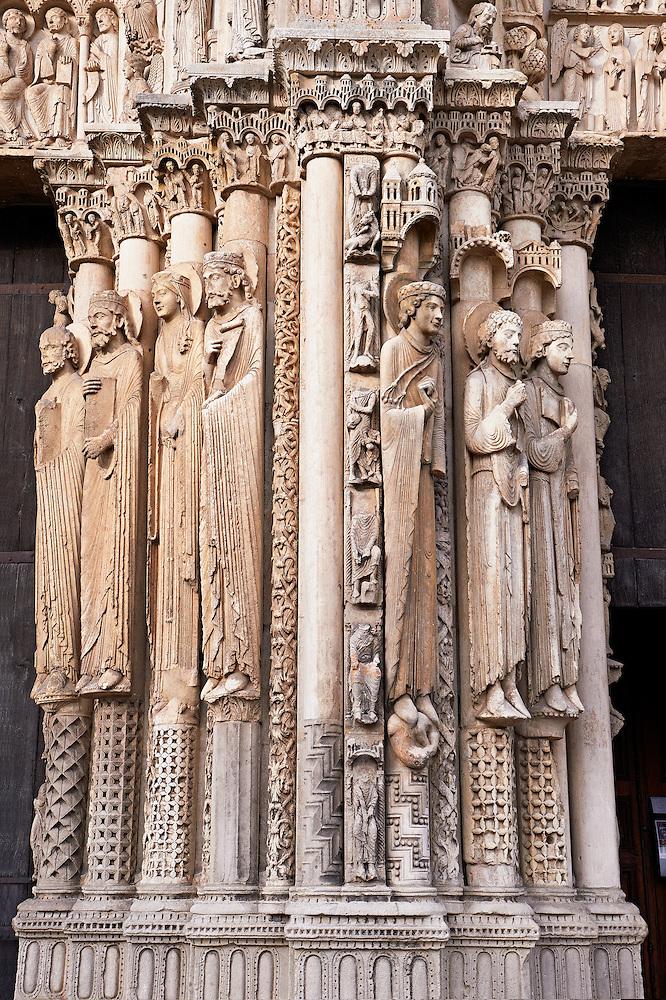 Resultado de imagem para les statues de chartres