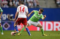 FUSSBALL   1. BUNDESLIGA   SAISON 2012/2013    32. SPIELTAG Hamburger SV - VfL Wolfsburg          05.05.2013 Milan Badelj (li, Hamburger SV) gegen Diego (re, VfL Wolfsburg)