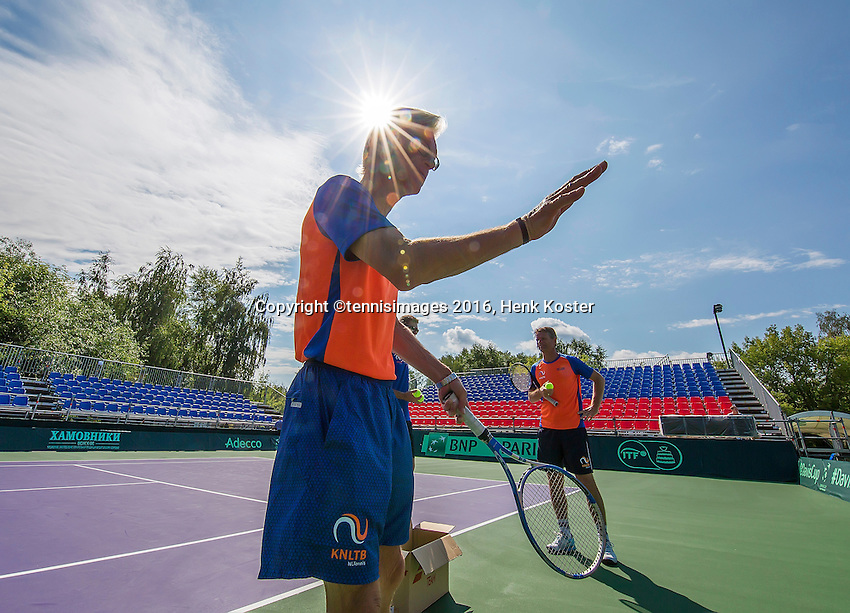 Moscow, Russia, 13 th July, 2016, Tennis,  Davis Cup Russia-Netherlands, Training Dutch team, coach Martin Bohm and captain Jan Siemerink in the background<br /> Photo: Henk Koster/tennisimages.com