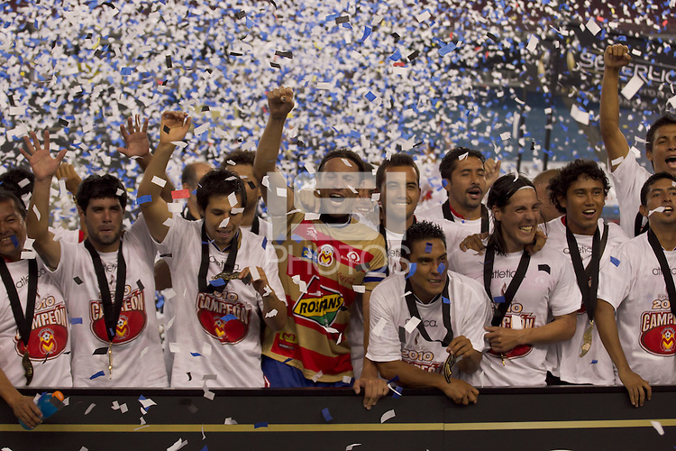 Monarcas Morelia celebrates with the SuperLiga 2010 trophy. Monarcas Morelia defeated the New England Revolution, 2-1, in the SuperLiga 2010 Final at Gillette Stadium on September 1, 2010.