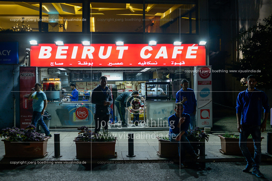LEBANON, Beirut, Corniche sea promenade, Beirut Cafe / LIBANON, Beirut, Corniche, Uferpromenade am Mittelmeer