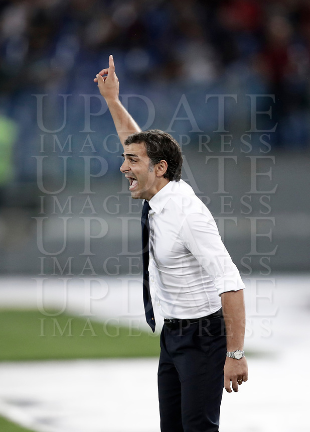 Calcio, Serie A: Roma, stadio Olimpico, 16 settembre 2017.<br /> Verona's coach Fabio Pecchia speaks to his players during the Italian Serie A football match between AS Roma and Hellas Verona at Rome's Olympic stadium, September 16, 2017.<br /> UPDATE IMAGES PRESS/Isabella Bonotto
