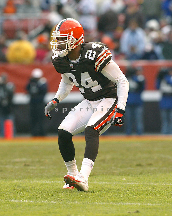 Robert Griffith during the Cleveland Browns v. New England Patriots game on December 5, 2004...Patriots win 42-15..Kevin Tanaka / SportPics