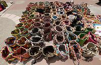 RIOHACHA -COLOMBIA. 30-05-2014. Venta mochilas Wayúu en Riohacha capital del Departamento de la Guajira, Colombia. / Wayuu backpacks at Riohacha capital of the deparment of Guajira, Colombia. Photo: VizzorImage/ Gabriel Aponte / Staff