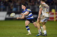 Freddie Burns of Bath Rugby passes the ball. Aviva Premiership match, between Bath Rugby and Exeter Chiefs on March 23, 2018 at the Recreation Ground in Bath, England. Photo by: Patrick Khachfe / Onside Images