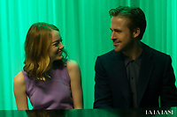La La Land (2016)<br /> Ryan Gosling &amp; Emma Stone<br /> *Filmstill - Editorial Use Only*<br /> CAP/KFS<br /> Image supplied by Capital Pictures