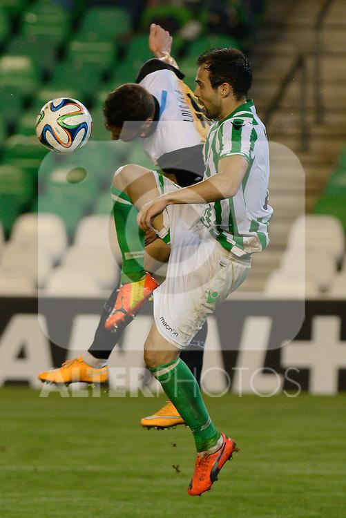 Sevilla, España, 15 de octubre de 2014: Lolo Pla (I) mete la cabeza ante Molinero (2) para hacerse con el balonpartido entre Real Betis y Lugo correspondiente a la jornada 5 de la Copa del Rey 2014-2015 celebrado en el estadio Benito Villamarain de Sevilla.