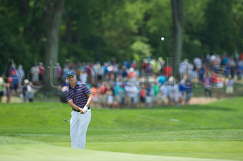 19.06.2016. Pittsburgh, PA,USA.   Jordan Spieth chips on to the second green during the final round of golf at the US Open at Oakmont Country Club in Pittsburgh, PA.