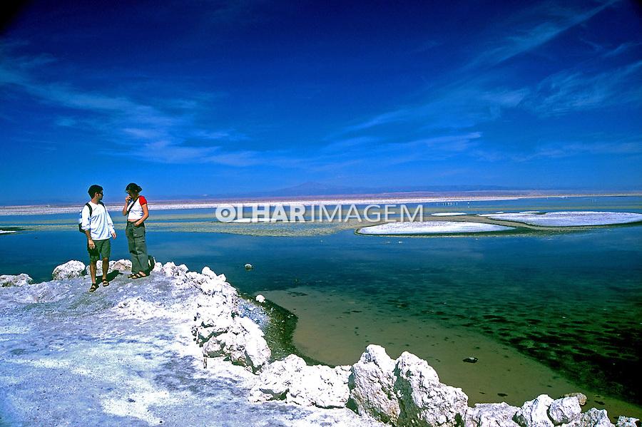 Lagoa e salinas no Deserto do Atacama. Chile. 1998. Foto de Vinícius Romanini.