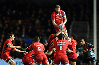 Nick Isiekwe of Saracens wins the ball at a lineout. Gallagher Premiership match, between Harlequins and Saracens on October 6, 2018 at the Twickenham Stoop in London, England. Photo by: Patrick Khachfe / JMP
