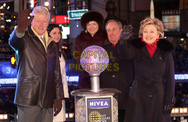 BILL CLINTON, MAYOR MICHAEL BLOOMBERG & SENATOR HILLARY CLINTON.The Former president and guests lowered the ball at Times Square during the New Year's Eve Celebration to ring in 2009, New York, NY, USA, 31 December 2008..New year's years Eve half length hand waving cold gloves black leather jacket coat red fur collar husband wife .CAP/ADM/PZ.©Paul Zimmerman/Admedia/Capital Pictures