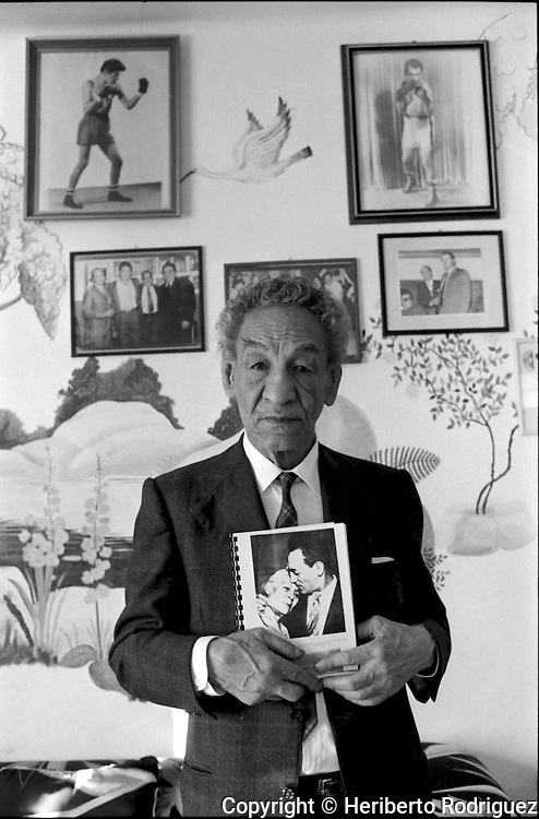 Mexican legendary boxer Luis Villanueva Paramo, best known as Kid Azteca, during an interview in Mexico City, January 3, 1993.. Kid Azteca was born in June 21, 1913 and died on March 16, 2002. © Photo by Heriberto Rodriguez