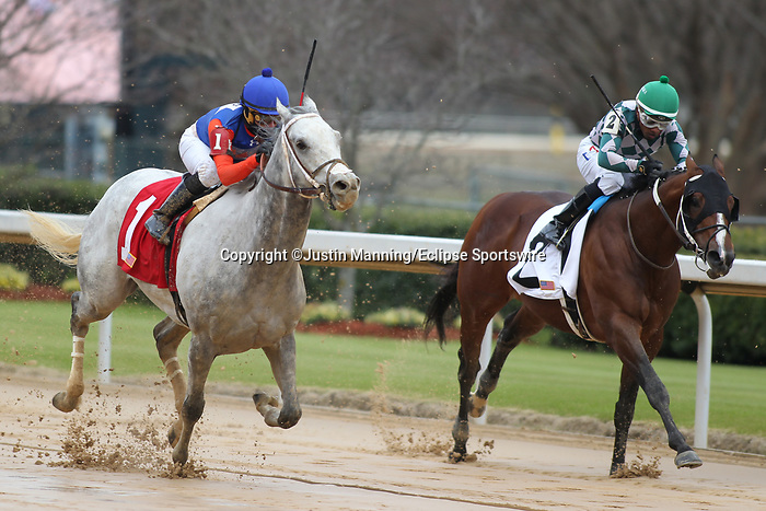 January 24, 2020: Silver Ride (left) with jockey Orlando Mojica aboard fighting off Nero (right) with jockey Ricardo Santana Jr. aboard during 7th race at Oaklawn Racing Casino Resort in Hot Springs, Arkansas on January 24, 2020. Justin Manning/Eclipse Sportswire/CSM