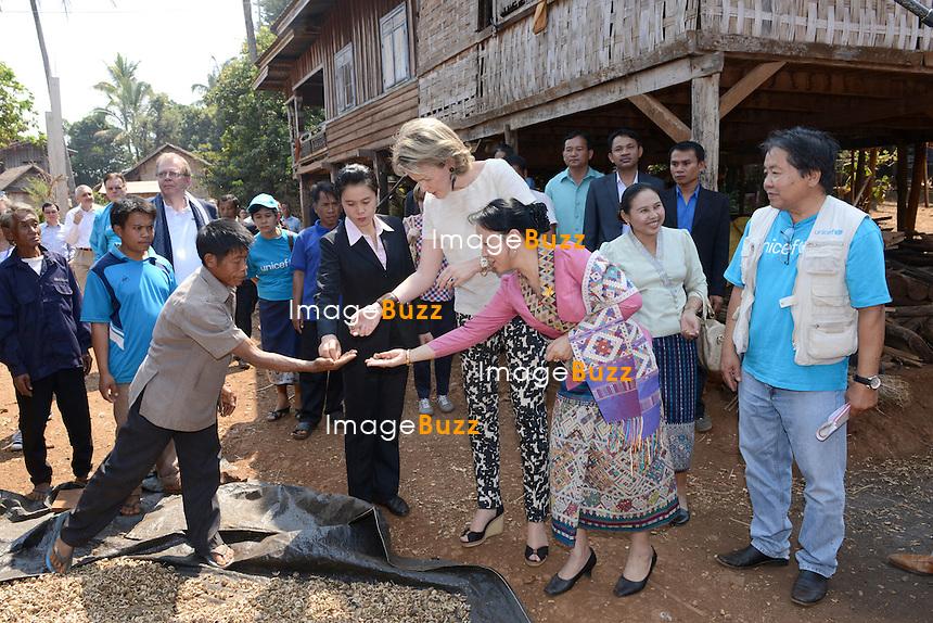 La Reine Mathilde de Belgique rencontre des villageois dans le village de Sanon, au Laos, lors d'une mission de trois jours en tant que Pr&eacute;sidente d'Honneur d'Unicef Belgique. Mission dont le but d'accro&icirc;tre la sensibilisation en mati&egrave;re d'&eacute;ducation de qualit&eacute;, en mati&egrave;re de sant&eacute; y compris la sant&eacute; mentale, et sur les probl&eacute;matiques de survie et de la malnutrition des enfants.<br /> Laos, 21 f&eacute;vrier 2017.<br /> Queen Mathilde of Belgium pictured a visit to Sanon village, (Lao Ngam) for health outreach in Saravane, Laos, Tuesday 21 February 2017. Queen Mathilde, honorary President of Unicef Belgium, is on a four days mission in Laos