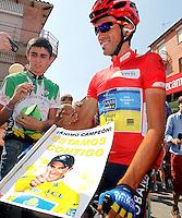 Alberto Contador with the fans before the stage of La Vuelta 2012 beetwen Penafiel-La Lastrilla.September 7,2012. (ALTERPHOTOS/Paola Otero) /NortePhoto.com<br /> <br /> **CREDITO*OBLIGATORIO** *No*Venta*A*Terceros*<br /> *No*Sale*So*third* ***No*Se*Permite*Hacer Archivo***No*Sale*So*third