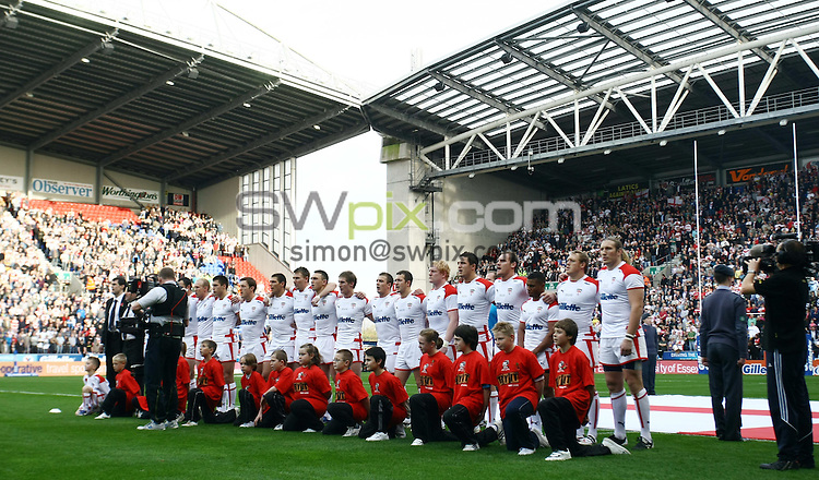 PICTURE BY VAUGHN RIDLEY/SWPIX.COM - Rugby League - Four Nations 2009 - England v Australia - DW Stadium, Wigan, England  - 31/10/09...Copyright - Simon Wilkinson - 07811267706...England Squad and Mascots.
