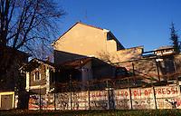Milano 1970.Murales realizzato nel quartiere di Affori sul tema della lotta per la libertà dei popoli oppressi..Foto Livio Senigalliesi