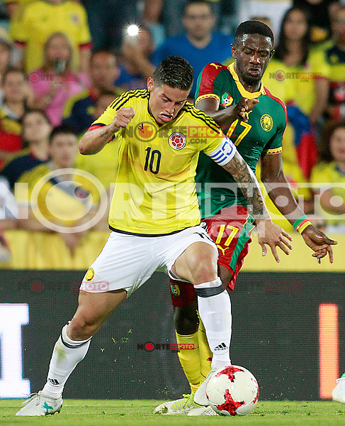 Colombia's James Rodriguez (l) and Cameroon's Arnaud Djoum during international friendly match. June 13,2017.(ALTERPHOTOS/Acero) (NortePhoto.com) (NortePhoto.com)