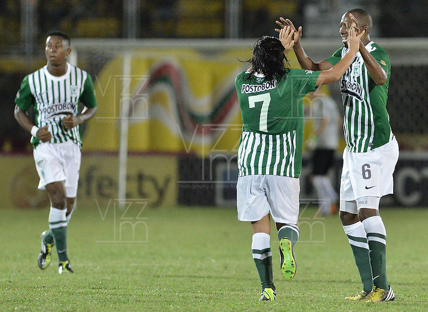 IBAGUÉ -COLOMBIA, 23-06-2013. Juan Valencia (D) y Sherman Cardenas (I) de Atlético Nacional celebran un gol en contra de Deportes Tolima durante partido de los cuadrangulares finales, fecha 3, de la Liga Postobón 2013-1 jugado en el estadio Manuel Murillo Toro de la ciudad de Ibagué./ Atletico Nacional player Juan Valencia (R) and Sherman Cardenas (L) celebrate a goal against Deportes Tolima during match of the final quadrangular 3th date of Postobon  League 2013-1 at Manuel Murillo Toro stadium in Ibague city. Photo: VizzorImage/STR