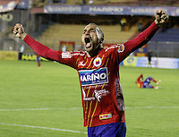 PASTO -COLOMBIA, 07-12-2013. Jorge Ramirez (Izq)  jugador del Deportivo Pasto celebra un gol en contra del Deportivo Cali durante partido por la fecha 6 de los cuadrangulares finales de la Liga Postobón II 2013 realizado en el estadio La Libertad de Pasto./ Jorge Ramirez player of Deportivo Pasto celebrates agoal against Deportivo Cali during the match for the 6th date of final quadrangulars of the Postobon  League II 2013 played at La Libertad in Pasto city. Photo: VizzorImage/STR