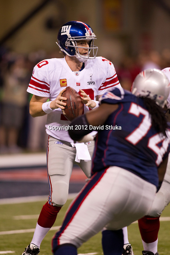 New York Giants quarterback Eli Manning (10) looks for a receiver during the NFL Super Bowl XLVI football game against the New England Patriots on Sunday, Feb. 5, 2012, in Indianapolis. The Giants won 21-17 (AP Photo/David Stluka)...