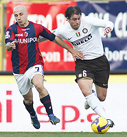 Bologna's Francesco valiani ( l ) and Inter's Maxwell during their italian serie A soccer match at Dall'Ara Stadium in Bologna , Italy , February 21 , 2009 - Photo: Prater/Insidefoto ©