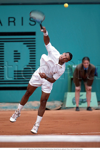 KARIM ALAMI (MAR) serves, French Open Tennis Championships, Roland Garros, 980526. Photo: Neil Tingle/Action Plus...1998.service serve serving.man